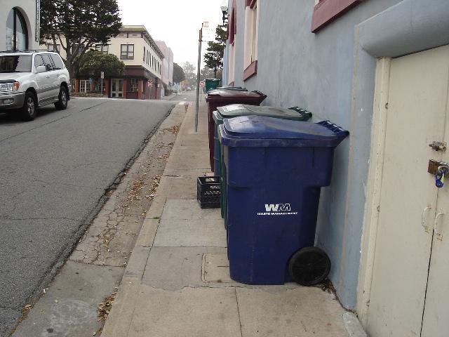Dumpster Hollys Cafe 090506