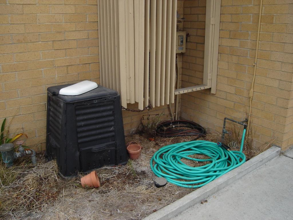Green Spot Toilet Lid
