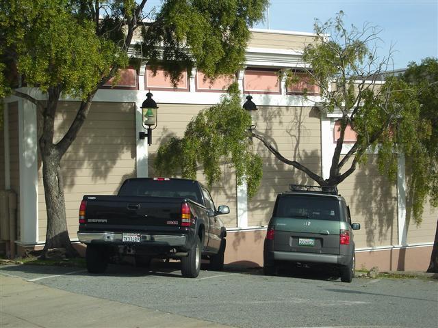 Parking Favaloros Truck